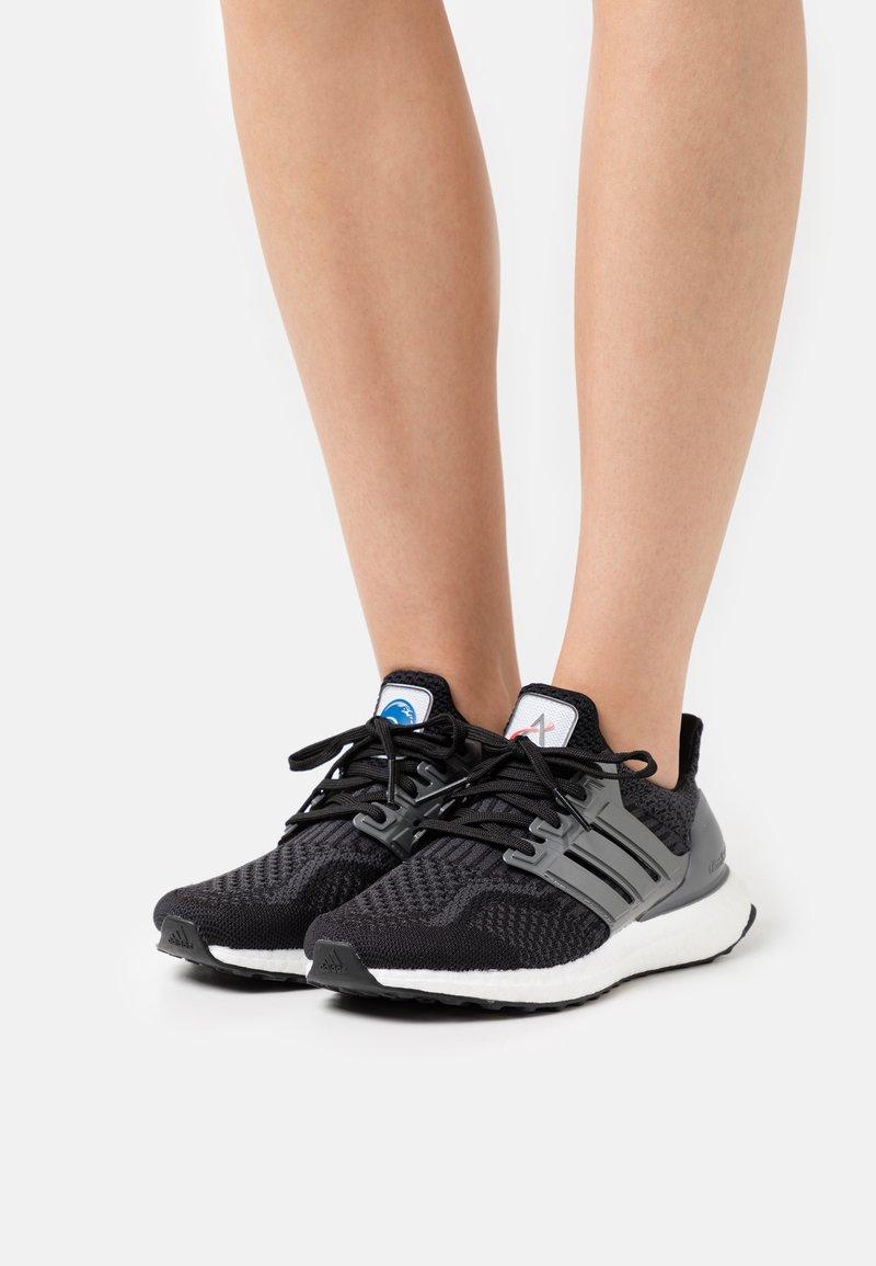 adidas Originals - ULTRABOOST DNA - Zapatillas - core black/iron metallic/carbon