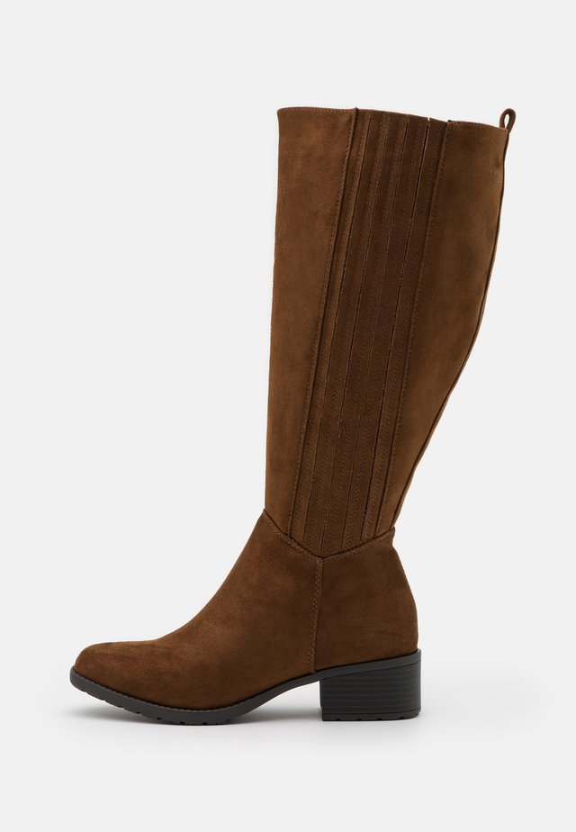 WIDE FIT CLEATED SOLE SQUARE TOE BOOT - Vysoká obuv - brown