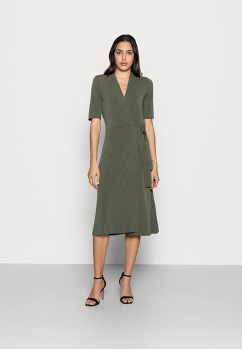BEN WRAP DRESS - Jersey dress - beetle green