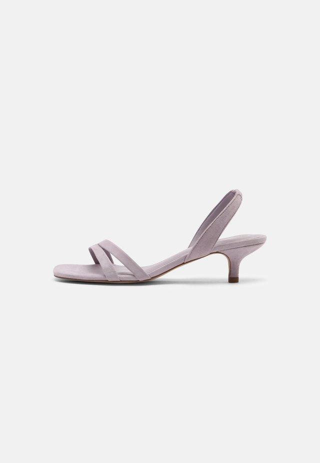 COCKTAIL - Sandaalit nilkkaremmillä - purple