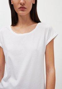 ARMEDANGELS - LAALE - Basic T-shirt - white - 3
