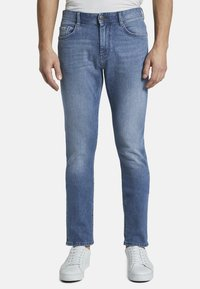 TOM TAILOR - JEANSHOSEN JOSH REGULAR SLIM JEANS - Slim fit jeans - light stone wash denim - 0