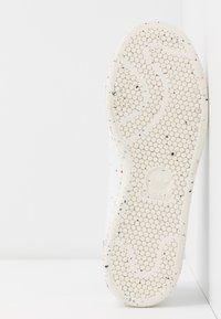 adidas Originals - STAN SMITH PRIMEGREEN VEGAN - Sneaker low - footwear white/offwhite/green - 7