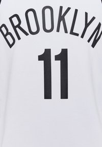 Nike Performance - NBA BROOKLYN KYRIE IRVING SWINGMAN - Article de supporter - white - 6
