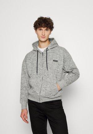 ZIP HOOD WITH BADGE - Zip-up sweatshirt - grey