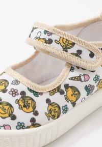 Walnut - CLASSIC - Ankle strap ballet pumps - white - 2