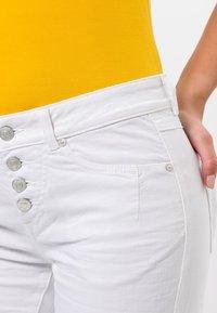 zero - Denim shorts - white - 3