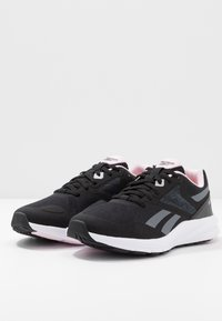 Reebok - RUNNER 4.0 - Chaussures de running neutres - black/cloud grey/pix pink