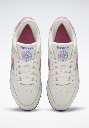 CLASSIC LEATHER MARK SHOES - Trainers - white