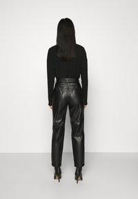 NIKKIE - MELLA PANTS - Trousers - black - 2