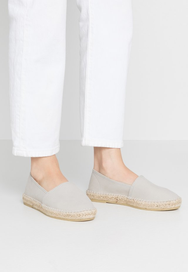CLASSIC VEGAN - Loafers - gris