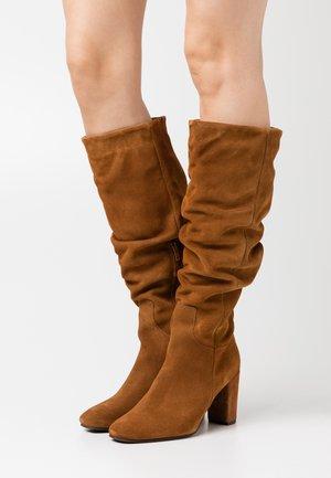 VMBIA BOOT - Boots - cognac