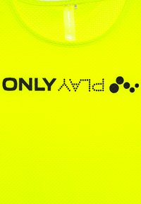 ONLY PLAY Petite - ONPJACEI LOOSE TRAINING TEE  - T-shirt con stampa - yellow/black - 2