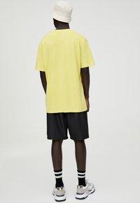PULL&BEAR - Print T-shirt - yellow - 2