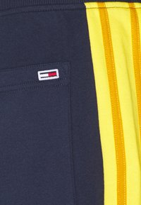 Tommy Jeans - Tracksuit bottoms - twilight navy - 2
