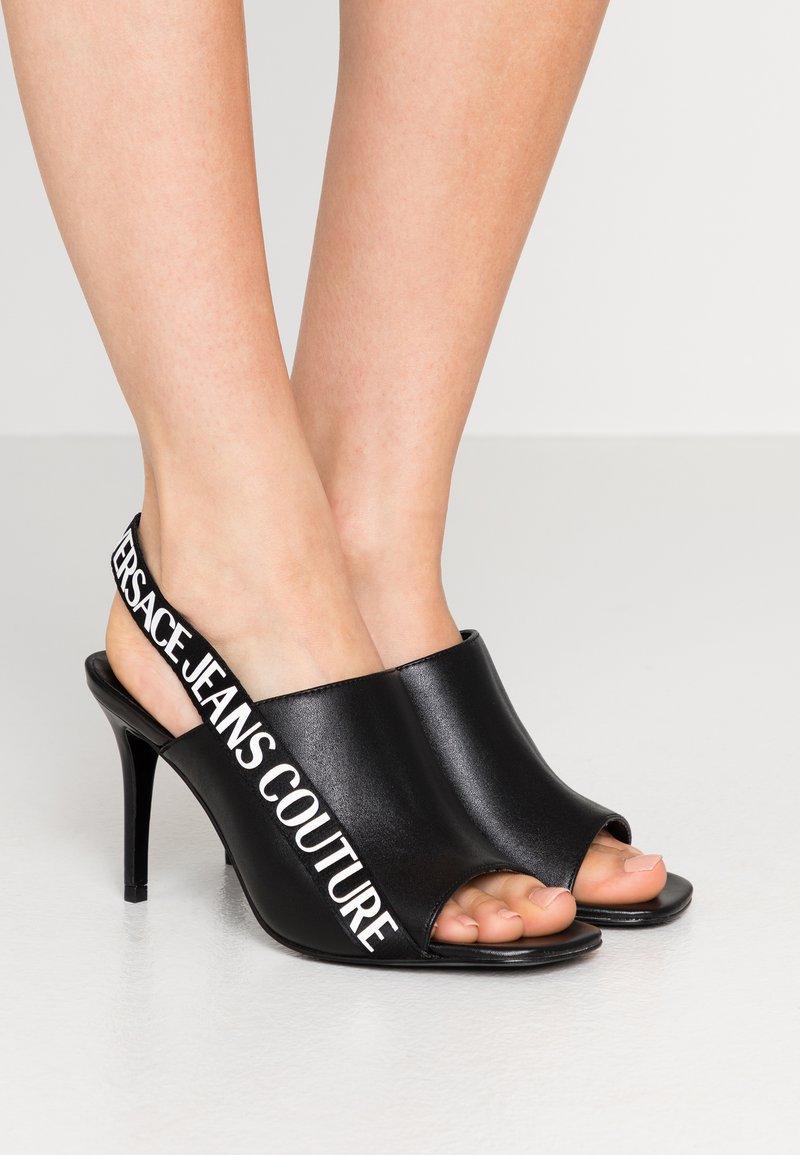 Versace Jeans Couture - LINEA FONDO EMILY - Sandali con tacco - nero