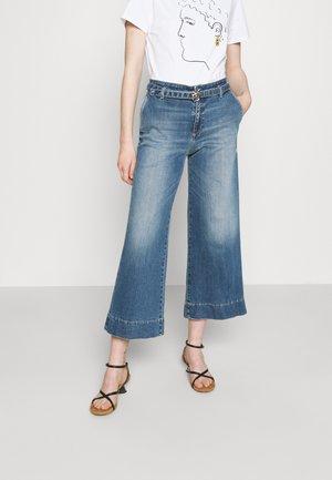 PEGGY PALAZZO STRETCH - Flared jeans - light blue denim