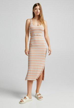 RUSTIKALES MIT STREIFEN - Jumper dress - orange