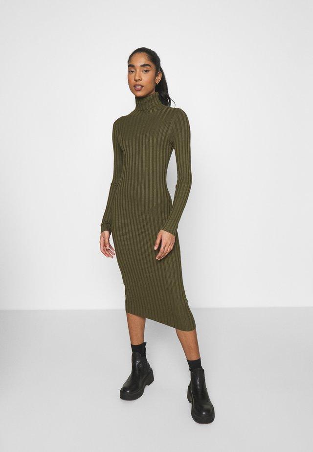Sukienka etui - olive