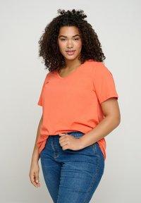 Zizzi - Basic T-shirt - coral - 0