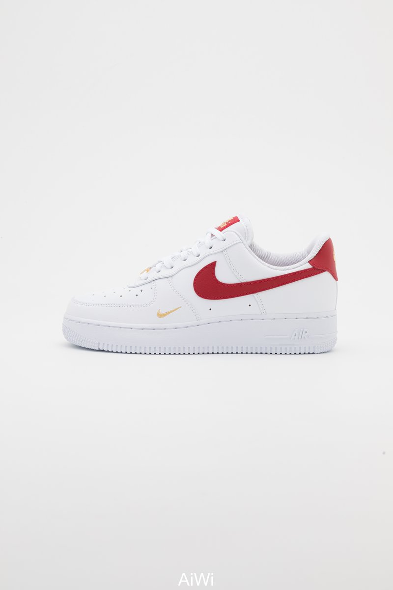 Nike Sportswear - AIR FORCE 1 07 ESS - Sneakers laag - white/gym red