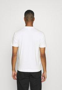Lacoste - T-shirt basic - flour - 2