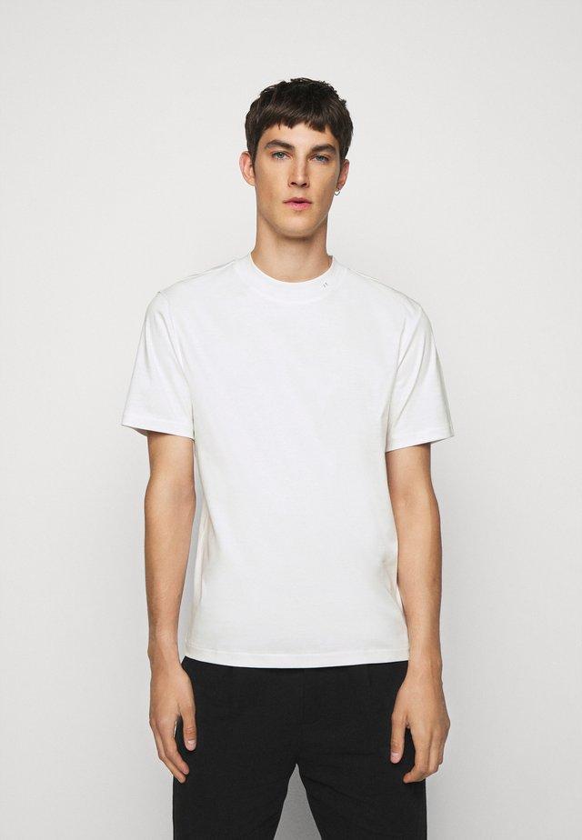 ACE MOCK NECK - Basic T-shirt - white