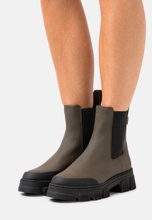 Platform ankle boots - olive/black