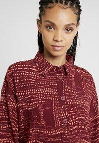 Monki - AMY UNIQUE - Košilové šaty - dark red/orange - 4