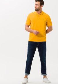 BRAX - STYLE PETE - Polo shirt - honey - 1