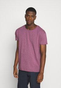 Nudie Jeans - ROGER - T-shirt basic - violet - 0