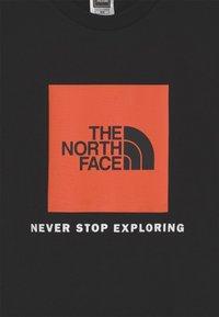 The North Face - BOX TEE UNISEX - Printtipaita - black/red orange - 2