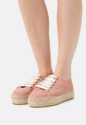 BASKET  - Chaussures à lacets - poudre