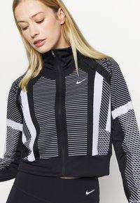 Nike Performance - Trainingsvest - black/white/metallic silver - 3