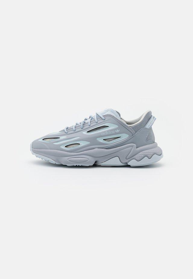 OZWEEGO HELMET OPEN - Sneakers laag - half silver/half blue/white tint