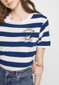 Scotch & Soda - REGULAR FIT STRIPED TEE WITH CHEST ARTWORK - Triko s potiskem - combo - 5