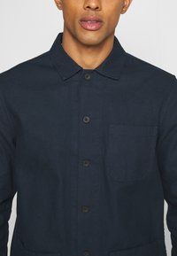 Burton Menswear London - LONG SLEEVE POCKET - Camicia - navy - 5