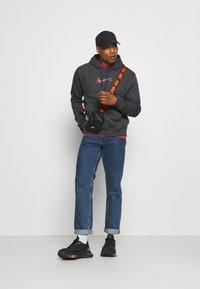 Nike Sportswear - COURT HOODIE - Sweatshirt - anthracite - 1