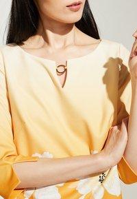 comma - Day dress - yellow - 3