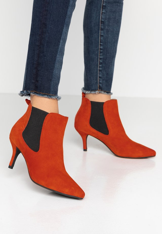 AGNETE CHELSEA  - Ankle boots - red