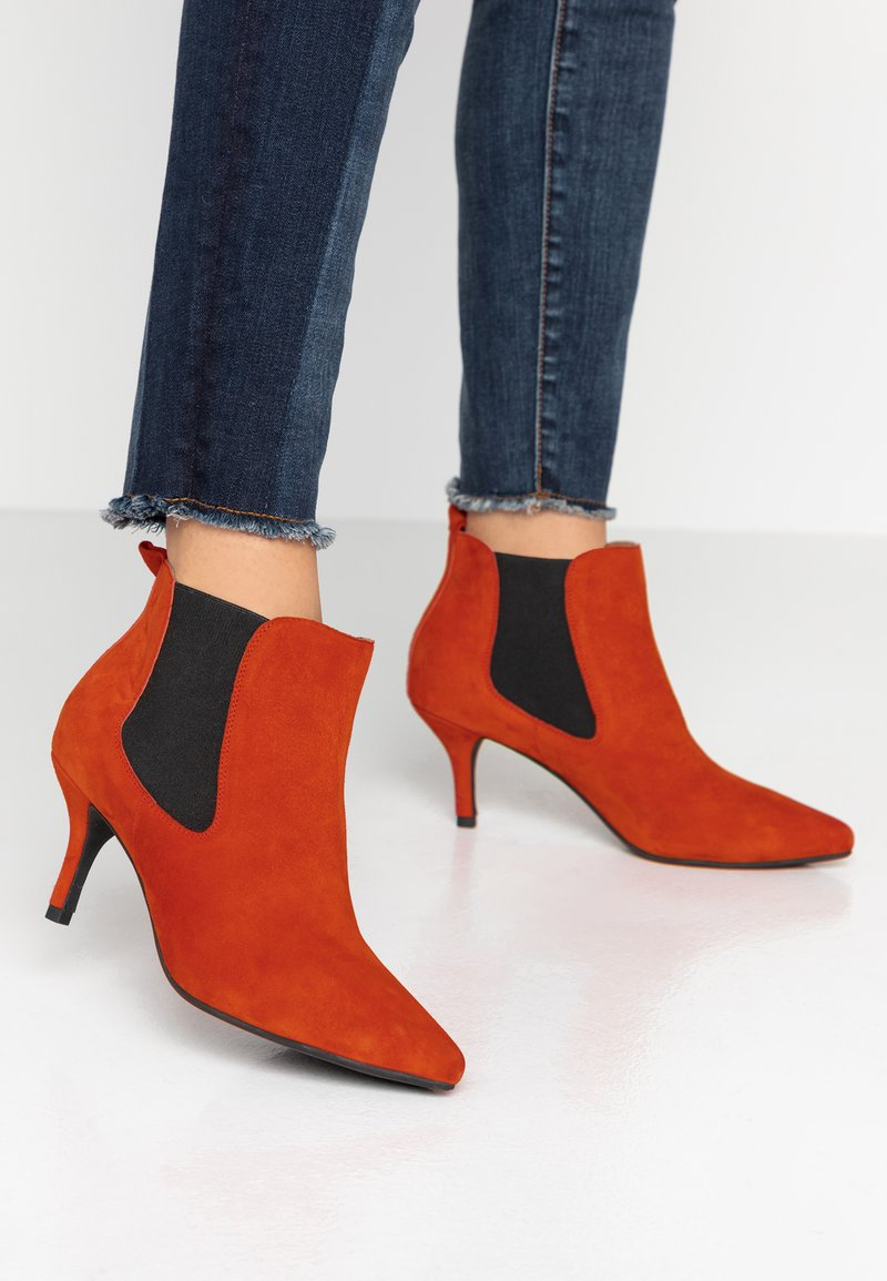 Shoe The Bear - AGNETE CHELSEA  - Ankle boots - red