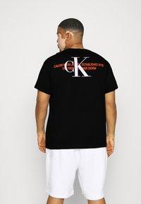 Calvin Klein Jeans Plus - URBAN GRAPHIC - Print T-shirt - black - 2
