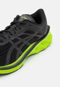 ASICS - NOVABLAST - Neutral running shoes - black/lime zest - 5