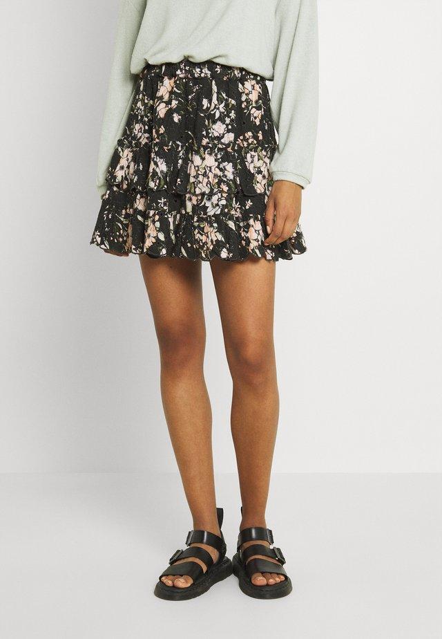PRINT MIX RUFFLE MINI - Mini skirt - black