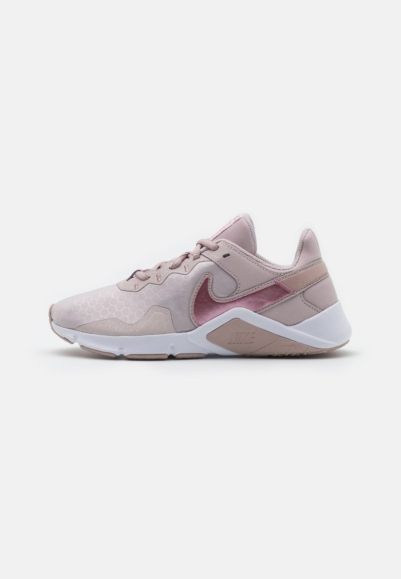Nike Performance - LEGEND ESSENTIAL 2 - Zapatillas de entrenamiento - platinum violet/desert berry/stone mauve/white