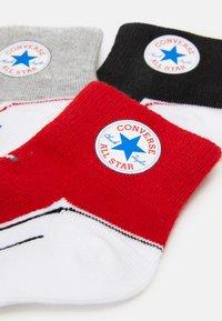 Converse - CHUCK INFANT QUARTER 3 PACK UNISEX - Socks - black/light red/grey - 1