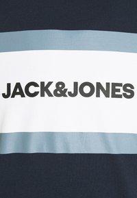 Jack & Jones - JJSHAKE CREW NECK - Sweatshirt - navy blazer - 5