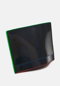 KARL LAGERFELD - SEVEN IRIDESCENT - Peněženka - black - 3