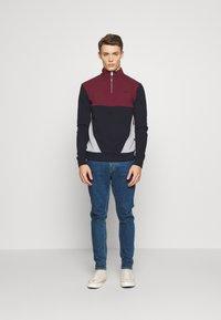 Burton Menswear London - BUR C'BLOCK HALF ZIP - Sudadera - burgundy - 1