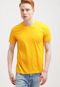 James Perse - CREW - T-shirts basic - yellow - 0